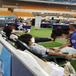 B1_On August 27th, Shincheonji Church members are donating their plasma at the Daegu Athletics Center